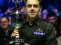 Ронни О'Салливан празднует победу в финале турнира Coral Tour Championship 2019