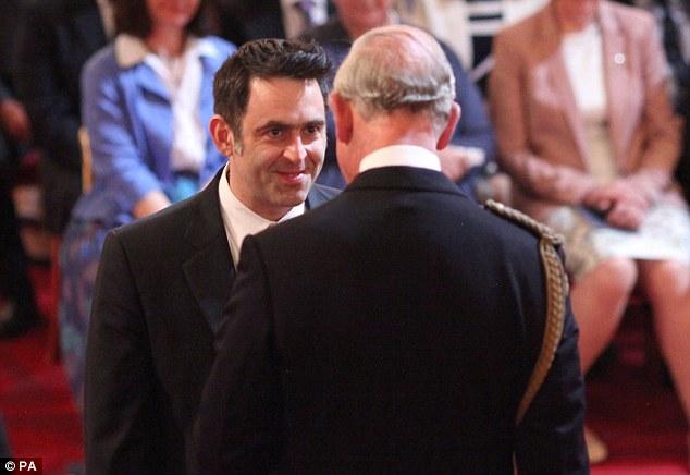 Ронни О'Салливан и принц Чарльз во время процедуры инвеституры