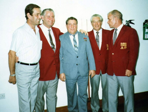 Судейская бригада турнира в Дубаях и Владимир Ляхов (в центре)
