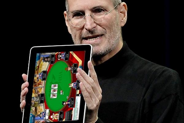Стив Джобс демонстриует планшет, на котором можно играть в мобильный покер. А до мобильного снукера еще далеко!