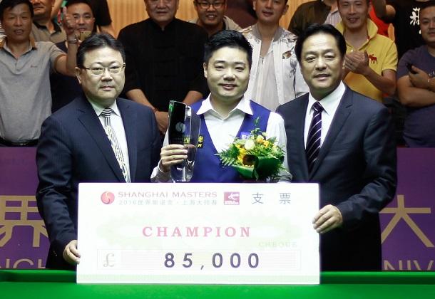Дин Джуньху - победитель Shanghai Masters 2016 (фото: World Snooker)