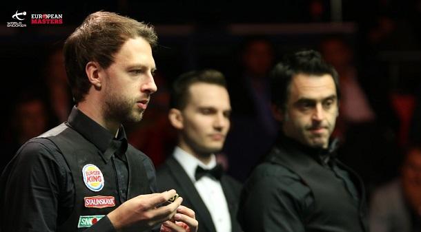 Джадд Трамп и Ронни О'Салливан на заднем плане (фото: World Snooker)