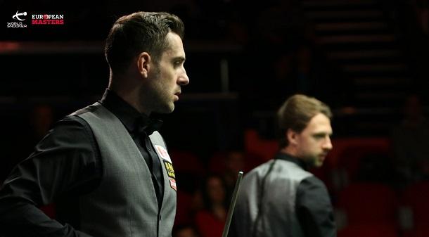Марк Селби и Джадд Трамп на заднем плане (фото: World Snooker)