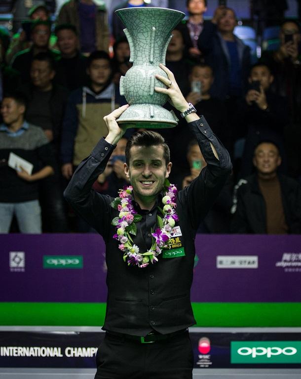 Марк Селби со своим трофеем